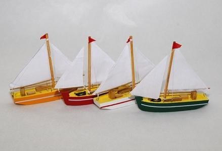 Barca A Vela Colorata In Legno