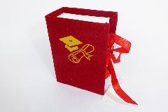 Bomboniera Libro Velluto Laurea Rosso 5,5x8x3,5 Cm